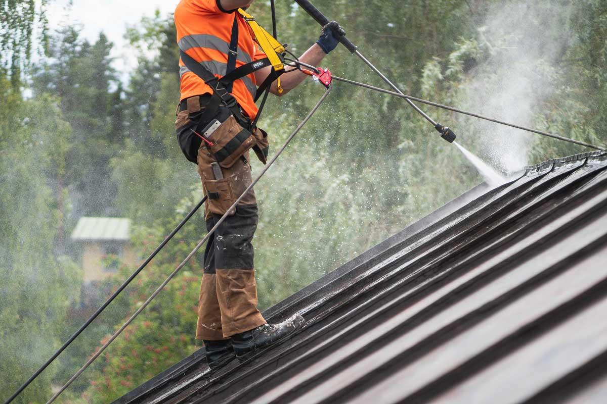 pelti katon pesu peseminen ja huolto